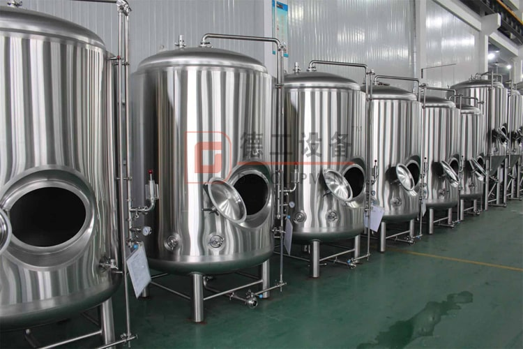 Vertical stainless steel beer aging tank